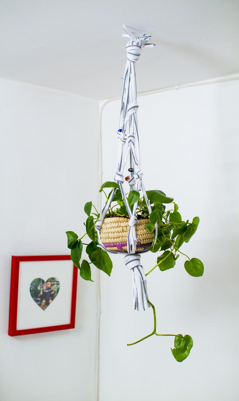 Make a hanging planter from an old t shirt a beautiful mess for Manualidades para decorar el hogar
