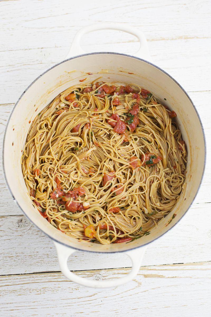 How to make whole wheat one pot pasta (via abeautifulmess.com)