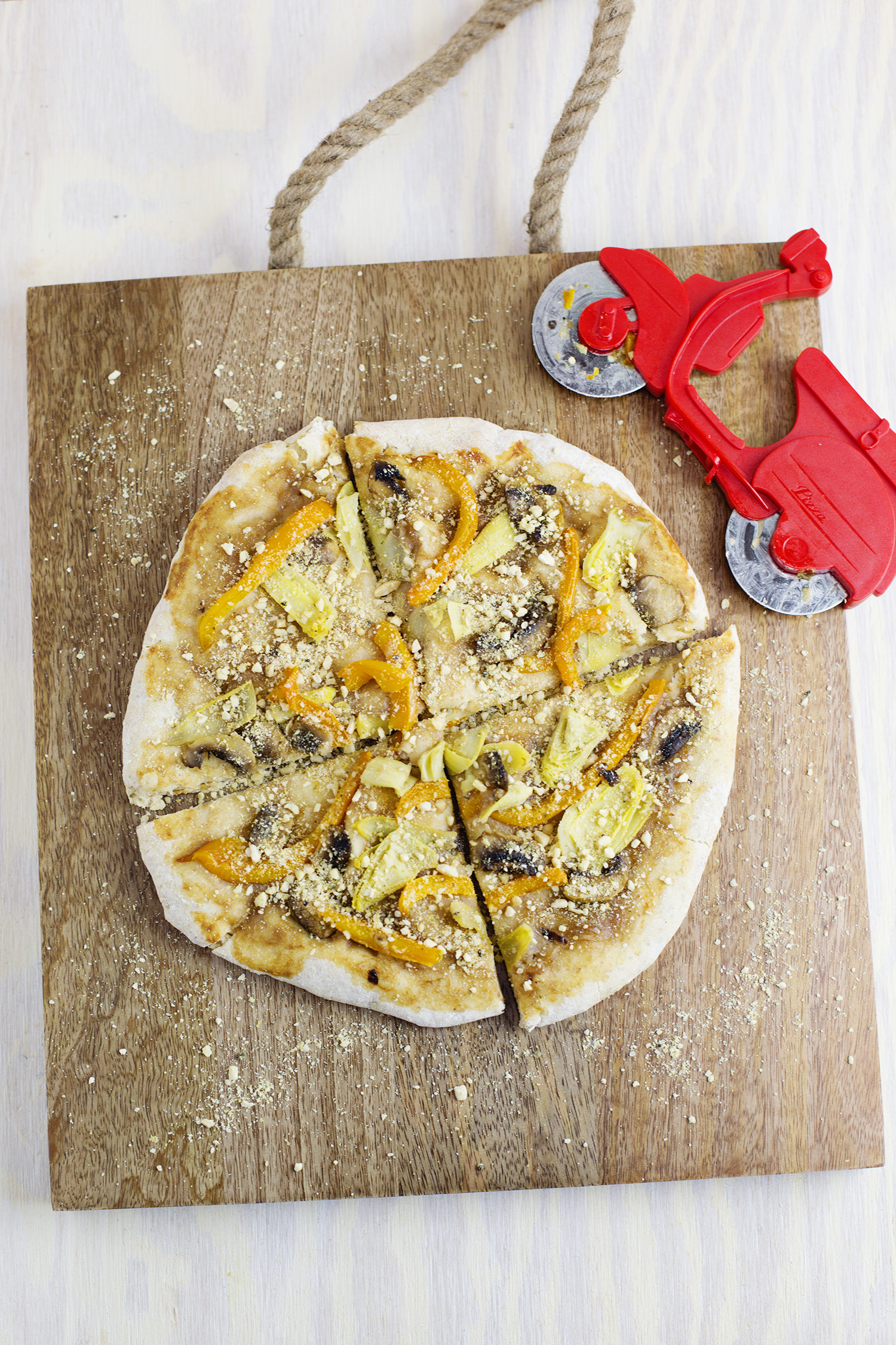 Homemade Vegan Frozen Pizzas (via abeautifulmess.com)