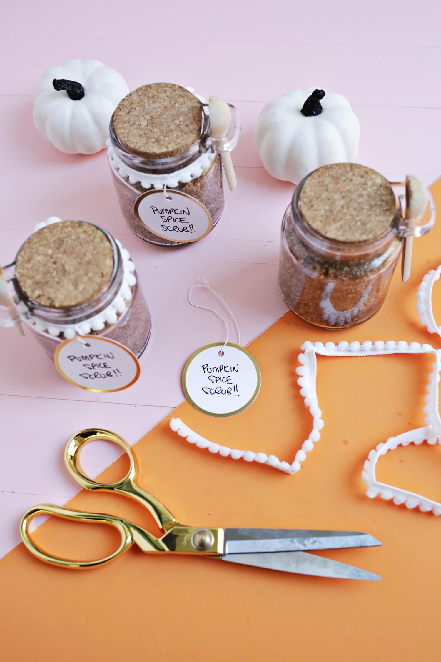 Pumpkin Spice Sugar Scrub DIY (click through for recipe)