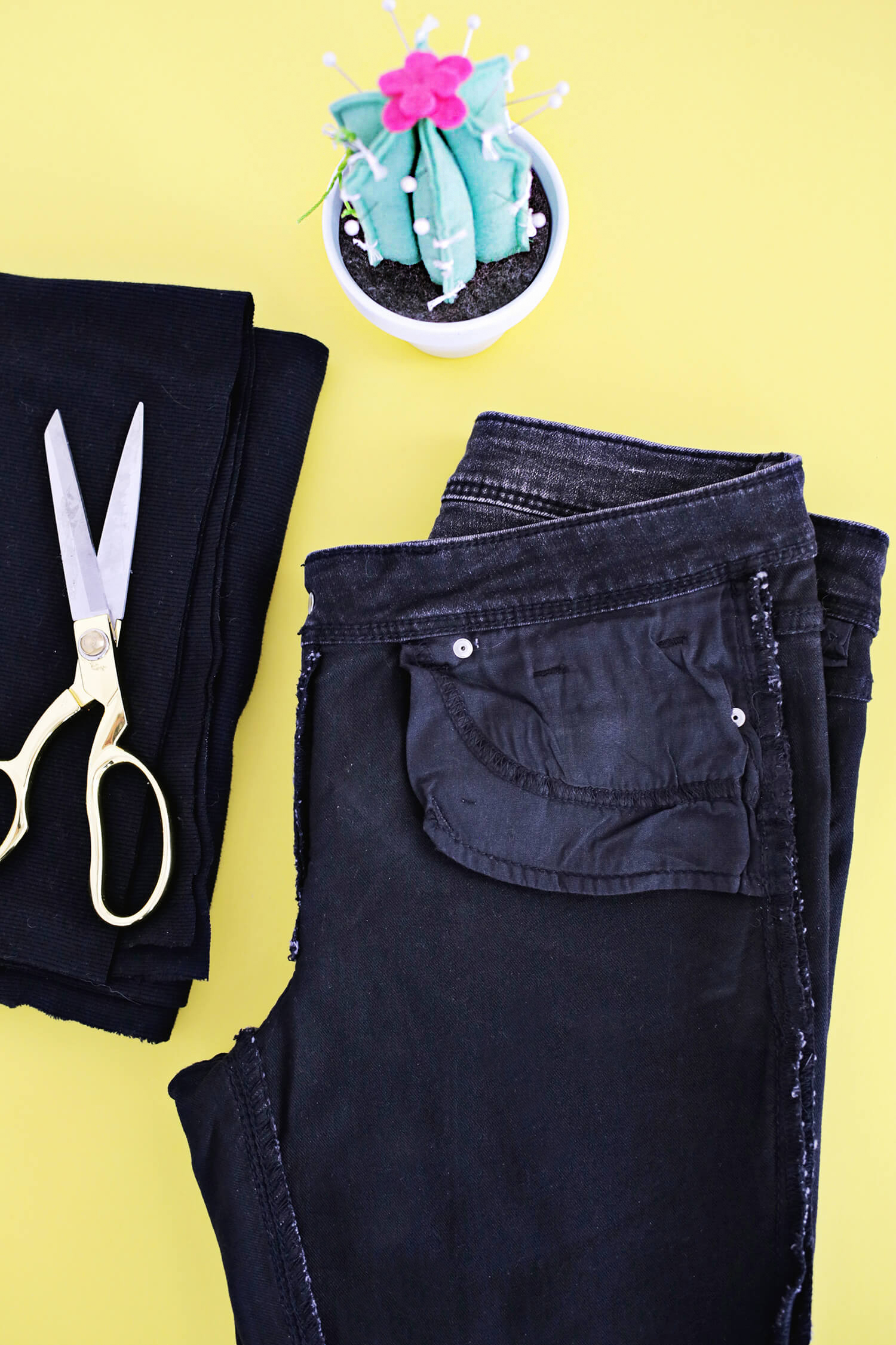 Turn Your Pants Into Maternity Jeans With This Simple DIY (click through for tutorial)