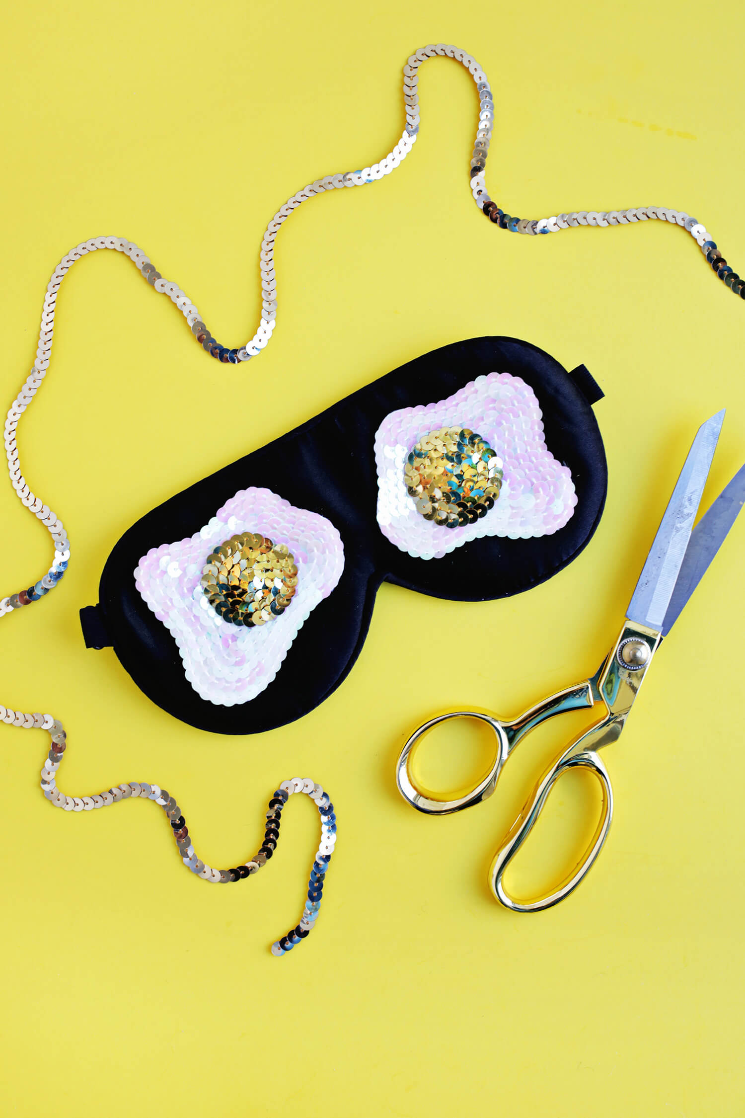 Sequin Fried Egg Sleep Mask DIY (click through for tutorial)