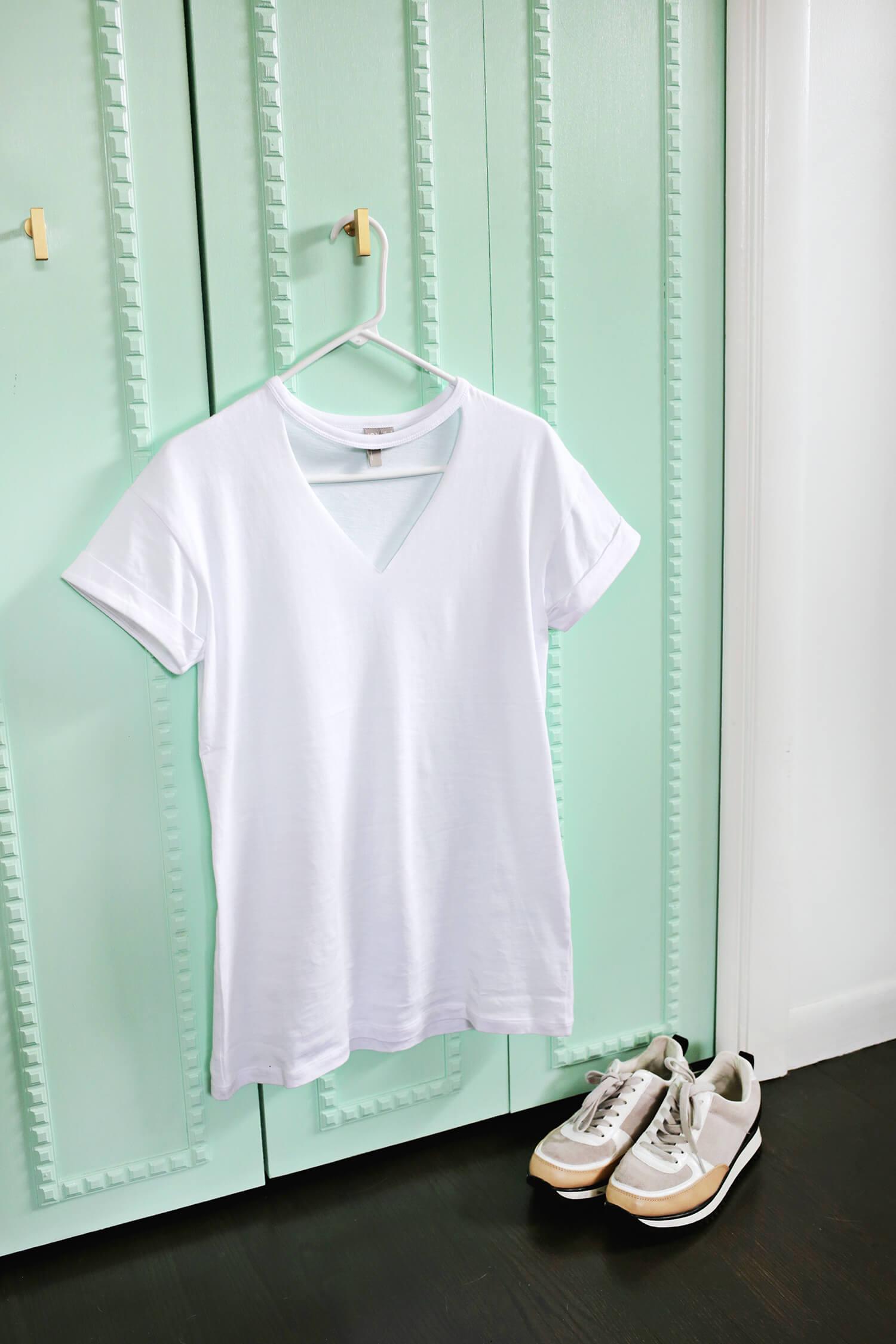 Easy Choker T-Shirt DIY (click through for tutorial)