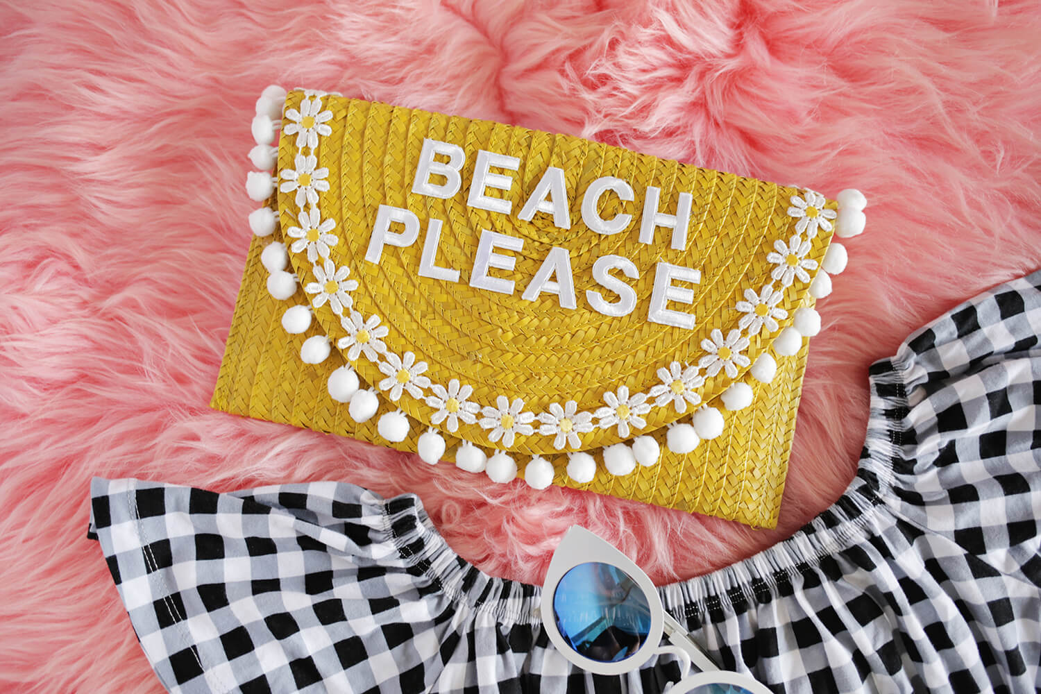 Try This! Turn a Simple Straw Clutch Into The Perfect Vacation Bag! (click through for tutorial