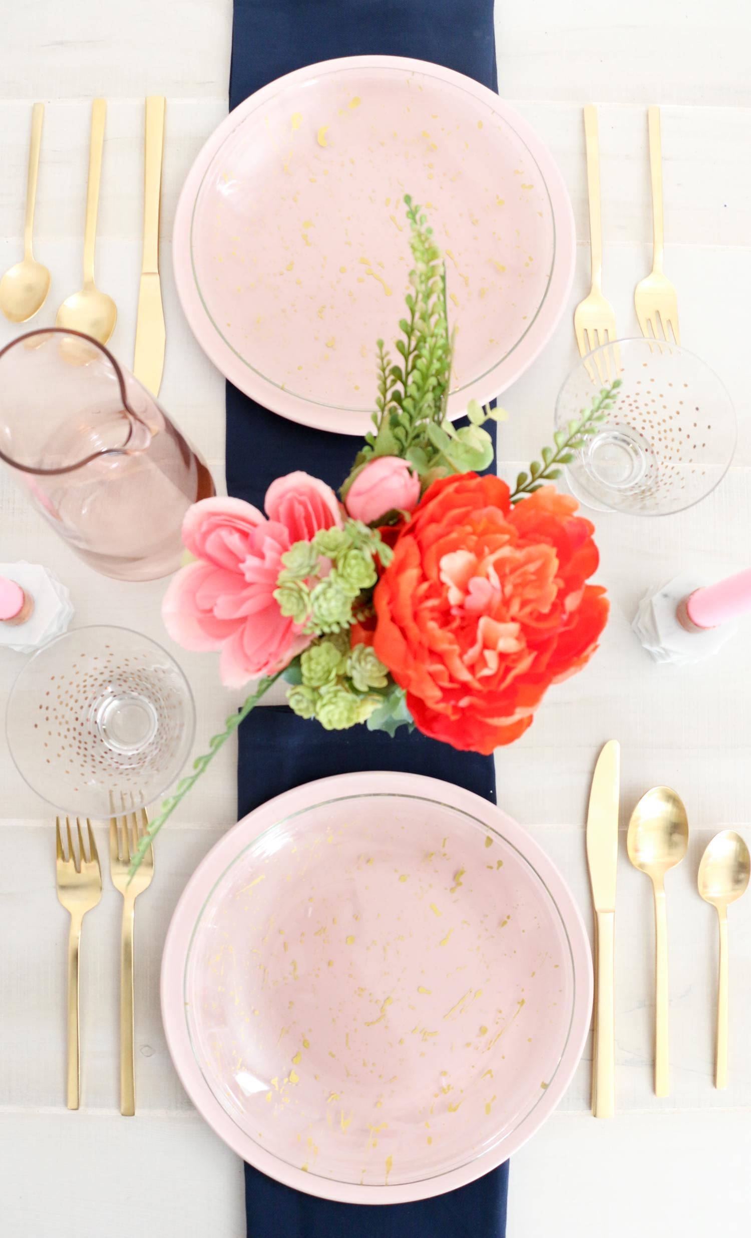 DIY Splatter Painted Plates (Click Through for Tutorial) _