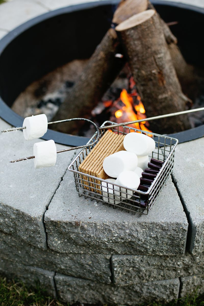 This would be great for the backyard! Firepit in 4 easy steps (click through for tutorial)