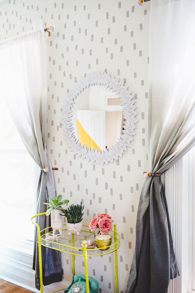 Delicate Sunburst Mirror DIY (click through for tutorial