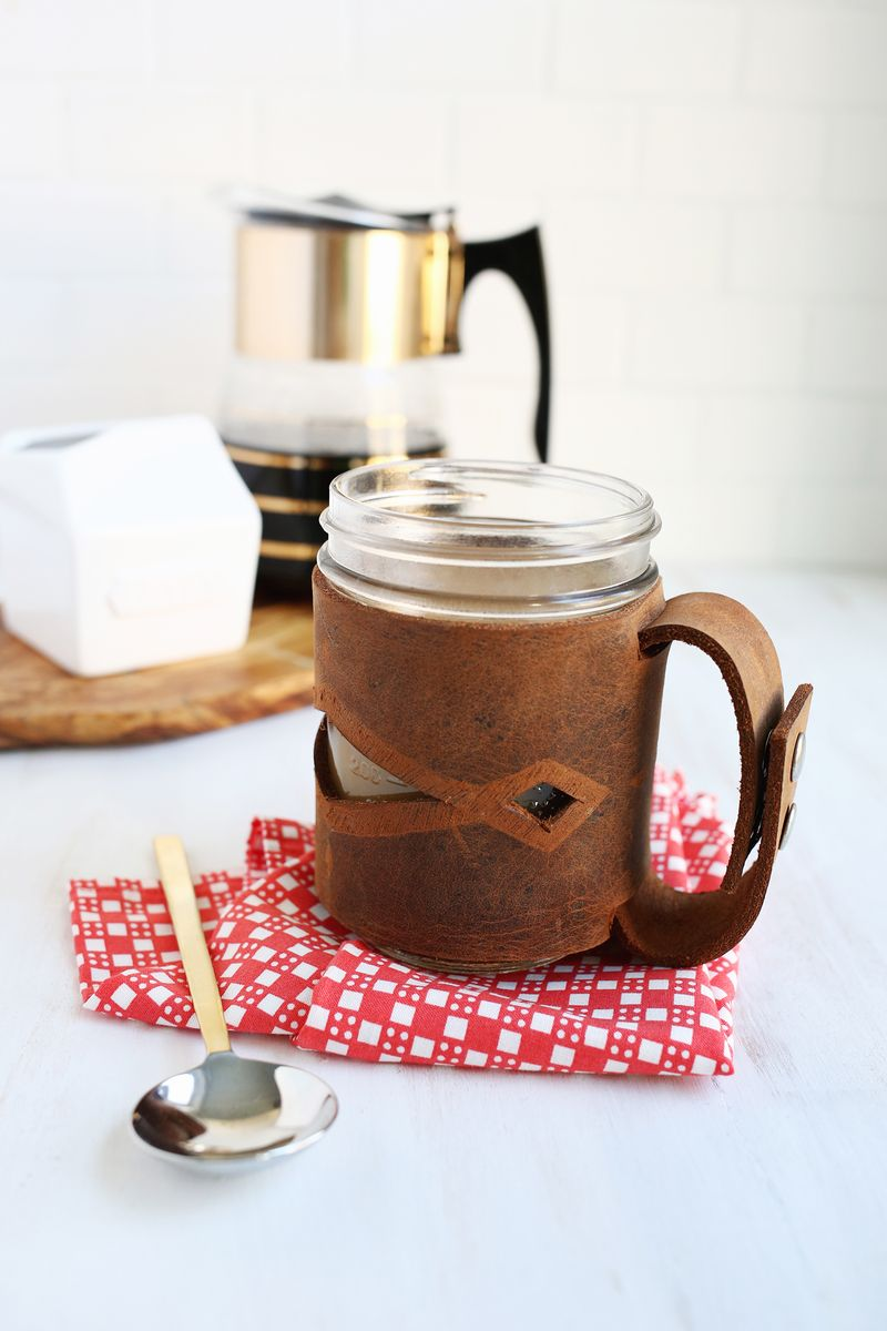 Such a good gift! leather mason jar sleave DIY (click through for tutorial)