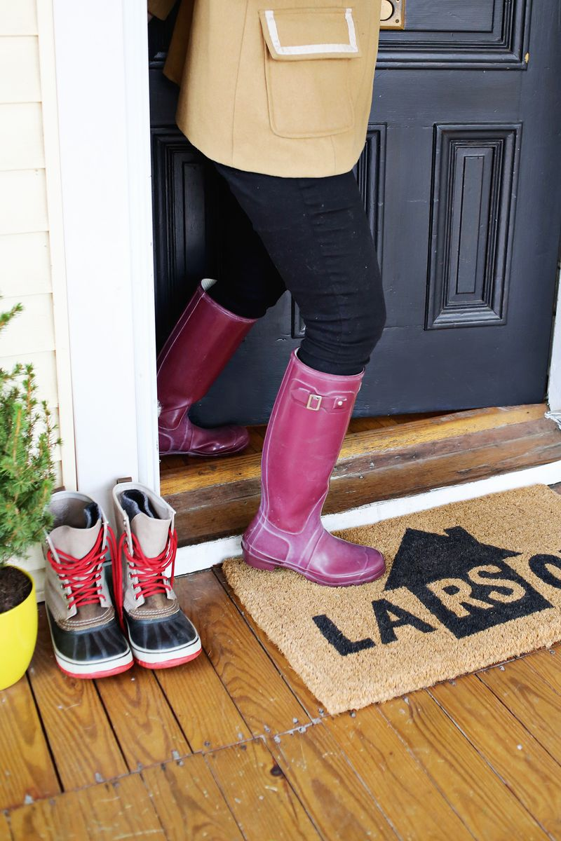 Make Your Own Personalized Door Mat Click Through For Tutorial