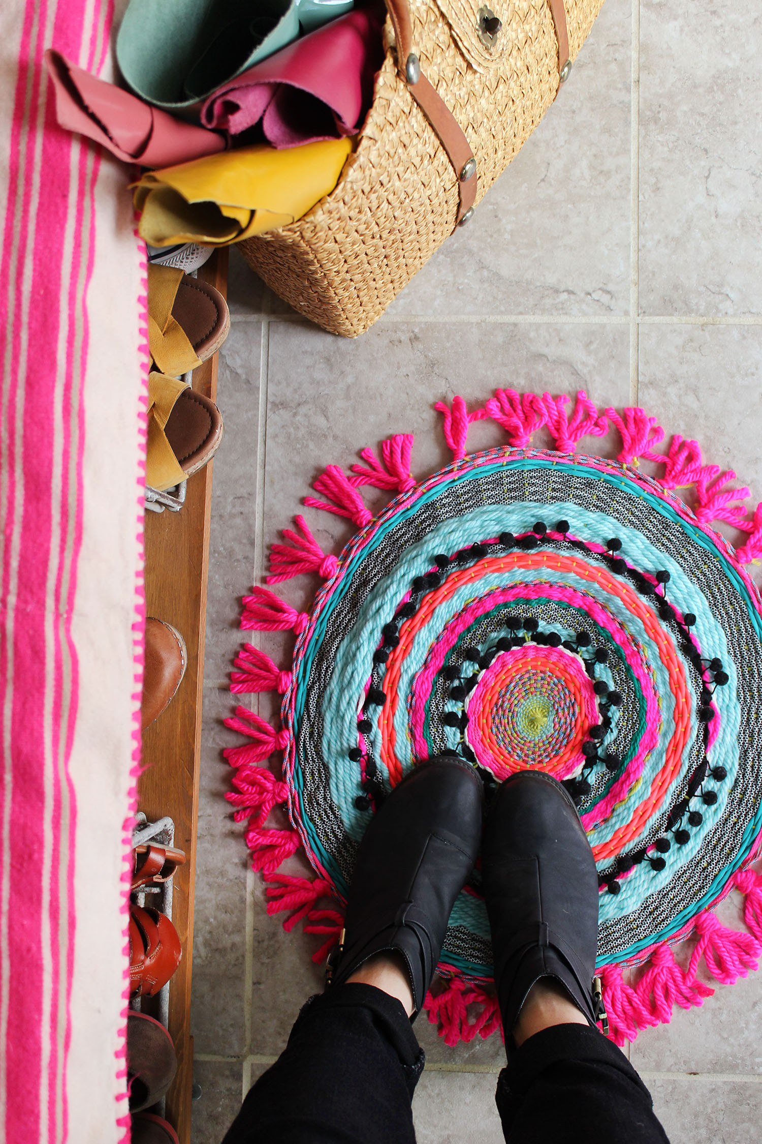 Weave your own circle rug and bring tons of color and texture to your floors. Get the full tutorial at www.abeautifulmess