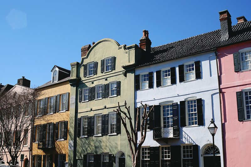 Rainbow Row in Charleston, South Carolina (click through for a full travel guide!)
