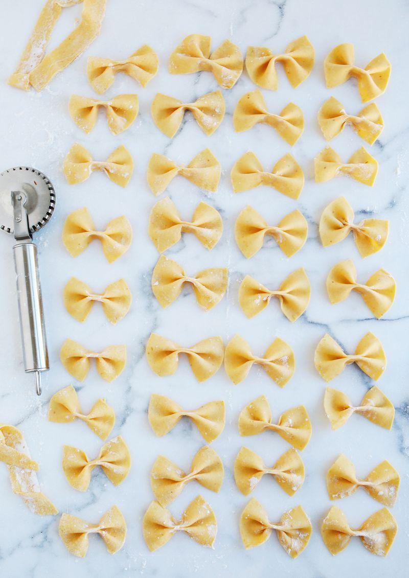 How to make homemade pasta (via abeautifulmess.com)