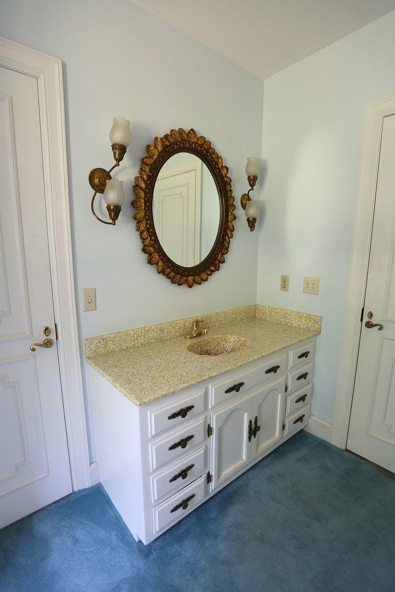 Jack and Jill Bathroom (BEFORE)
