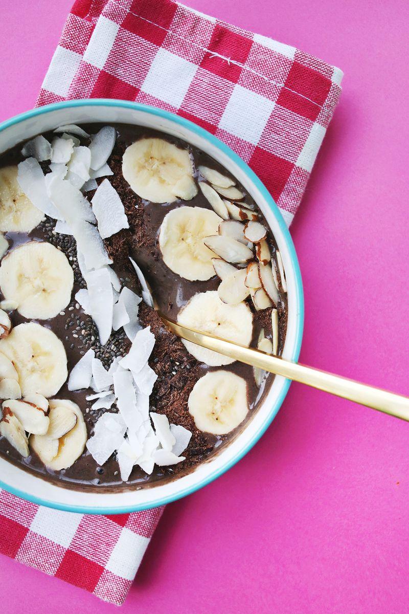 Dark Chocolate Peanut Butter Smoothie Bowl