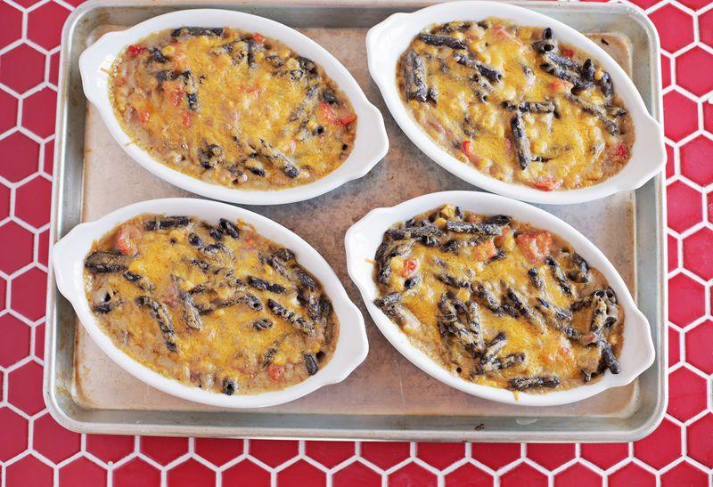 Southwestern baked macaroni and cheese