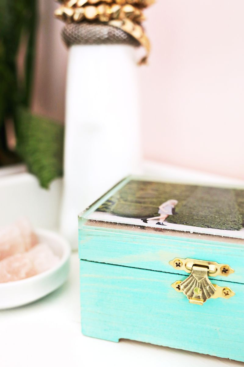 Epoxy top jewelry box DIY (click through for more)