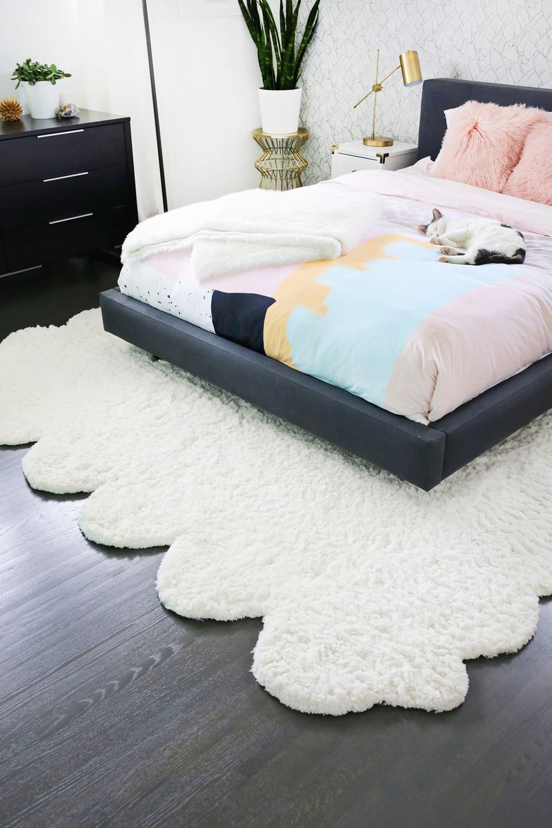 Genius! Make two smaller rugs into one large rug! (click through for more)