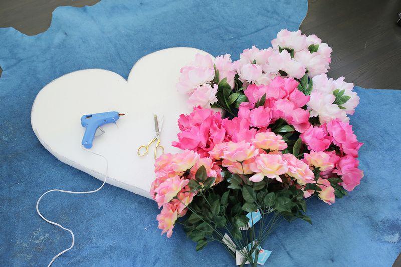 So pretty! Hanging Flower Heart DIY (click through for tutorial)