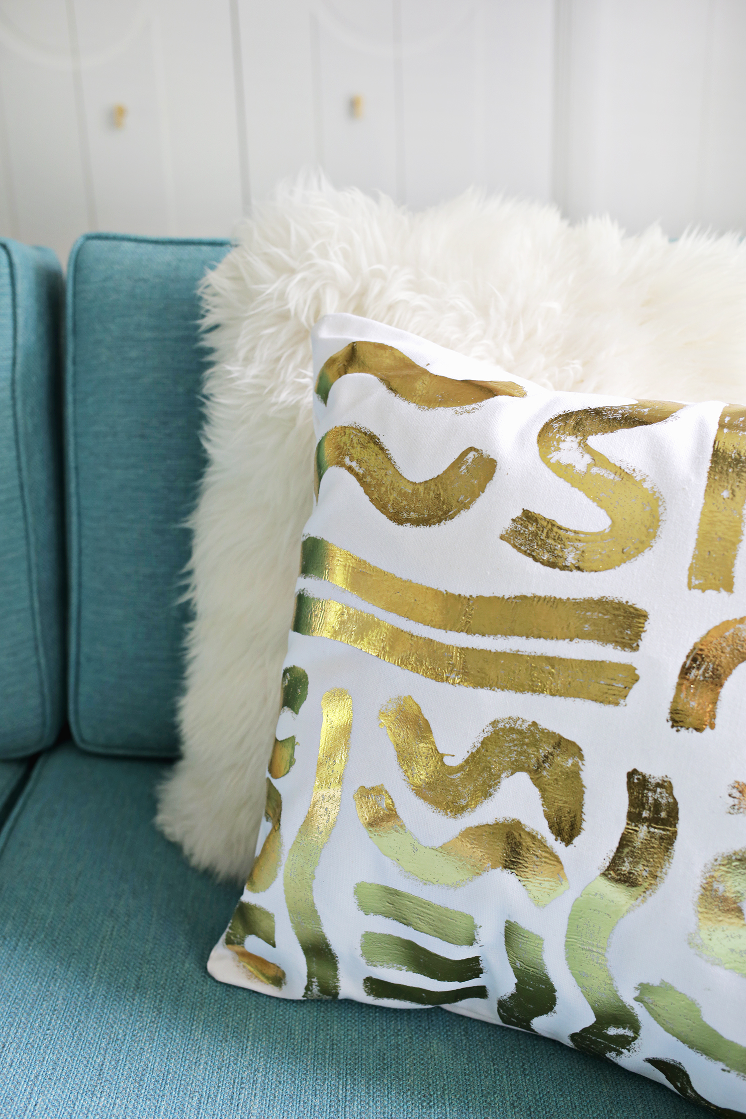 Gold foil pillow diy a beautiful mess for Pillow designs pictures