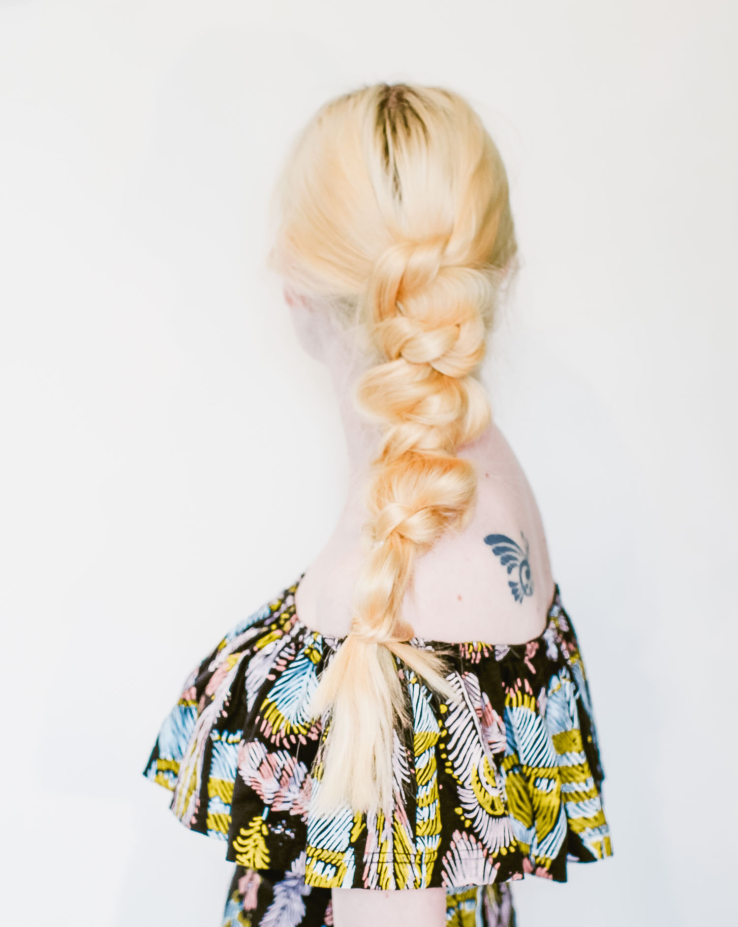 Festival ready knotted ponytail (click-through for the full tutorial)