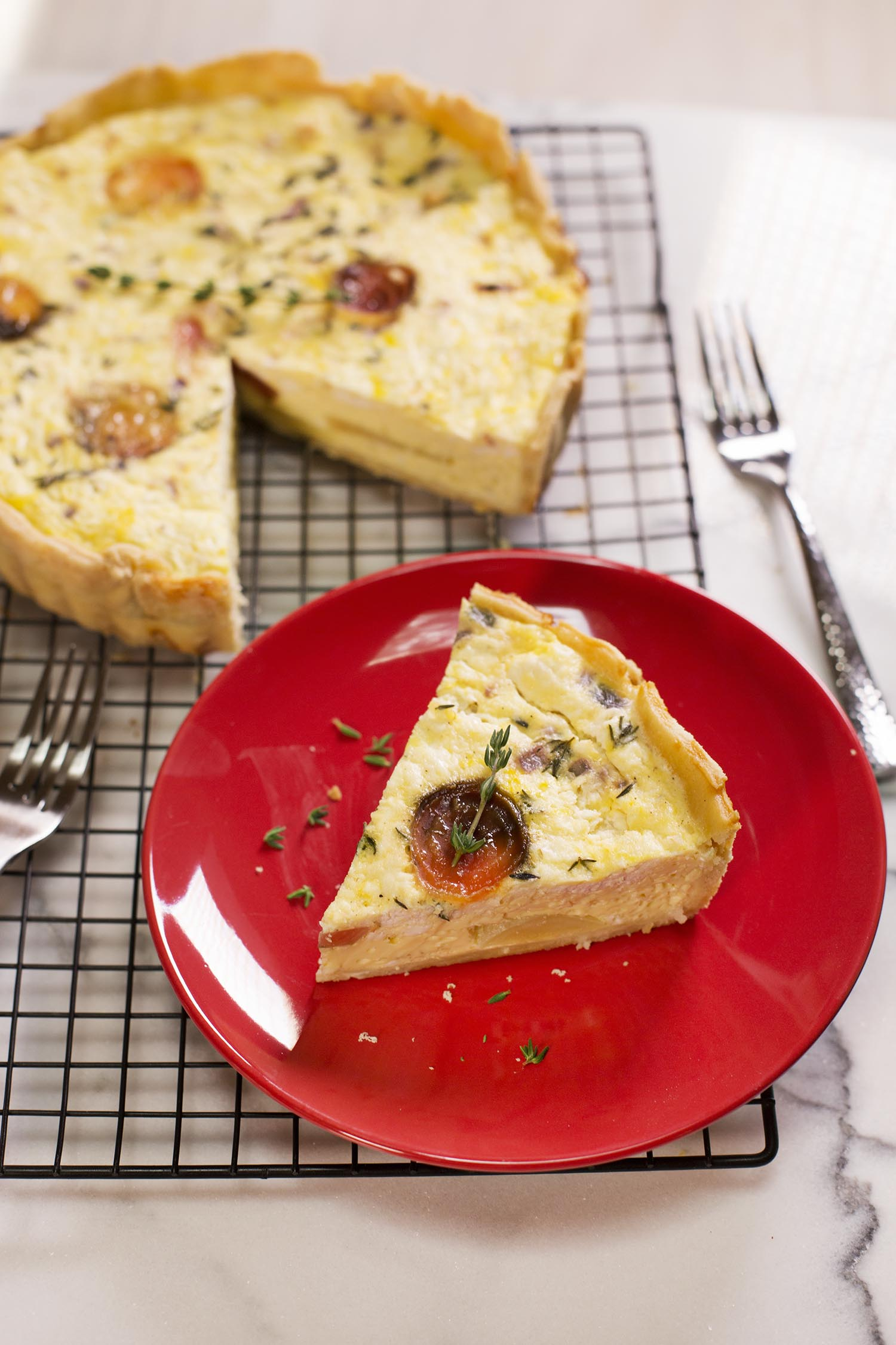 Beet and goat cheese quiche (via sleekbawd.com)