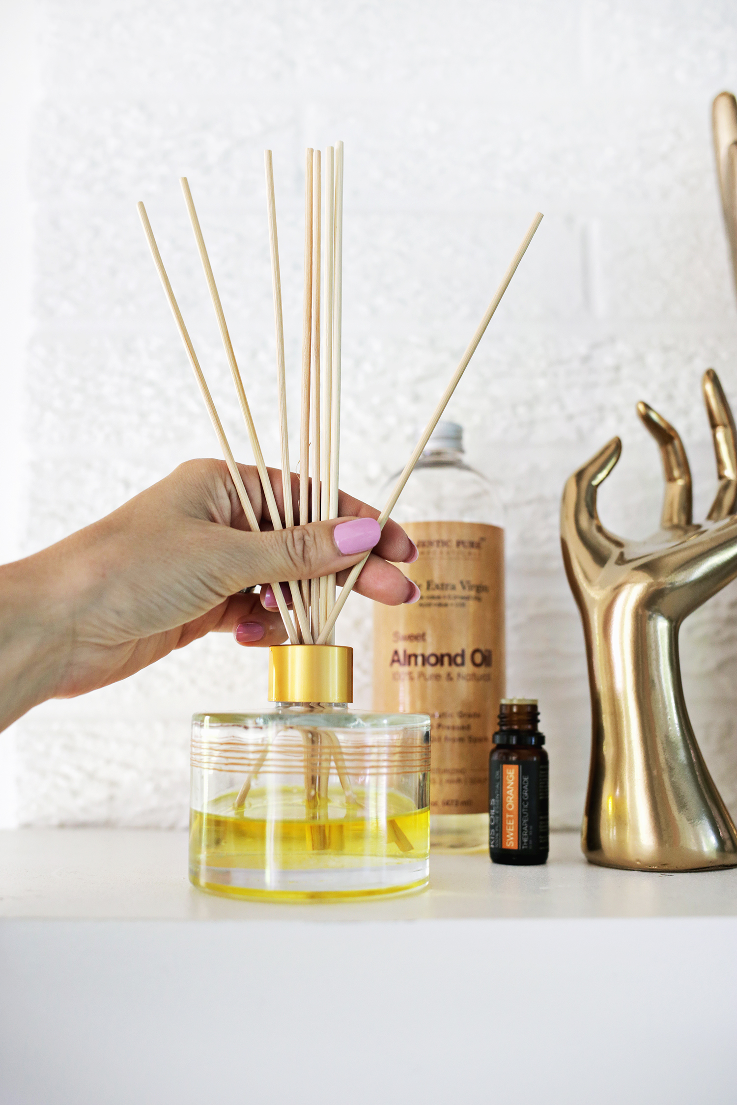 Make your own essential oil diffuser! (click through for tutorial)