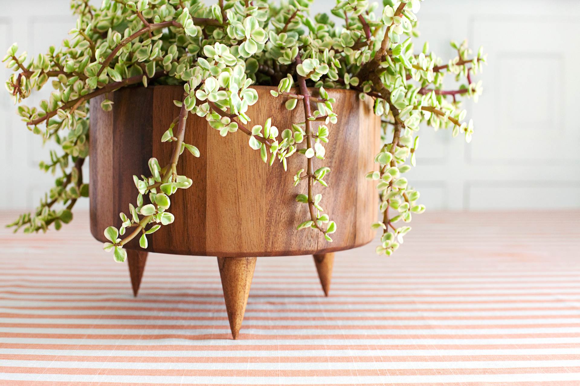 Simple DIY footed planter