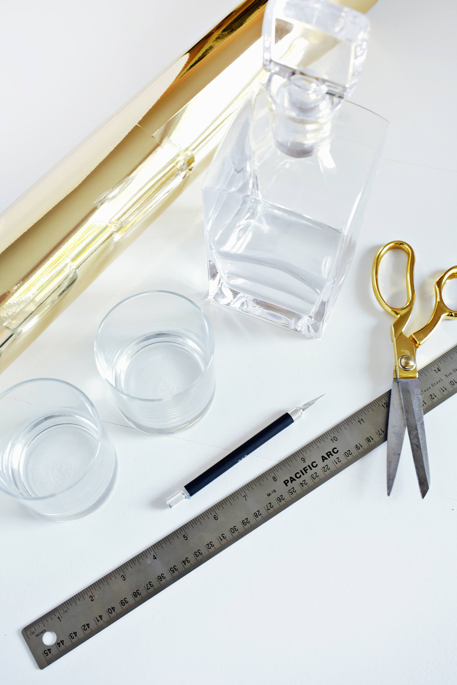 Make Your Own Gold Barware Set! (click through for tutorial!)