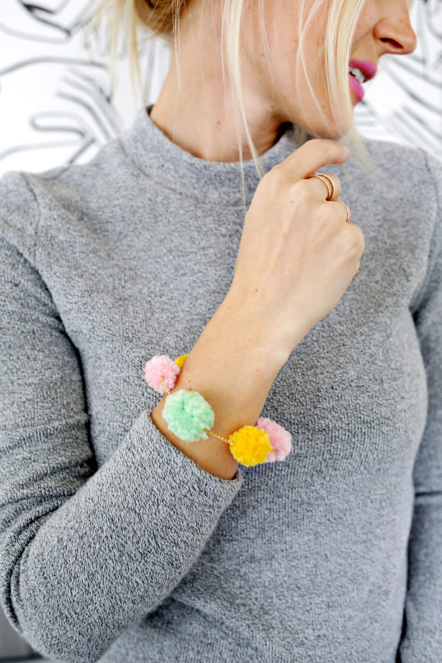 So cute! Pom-pom bracelet DIY (click through for tutorial)
