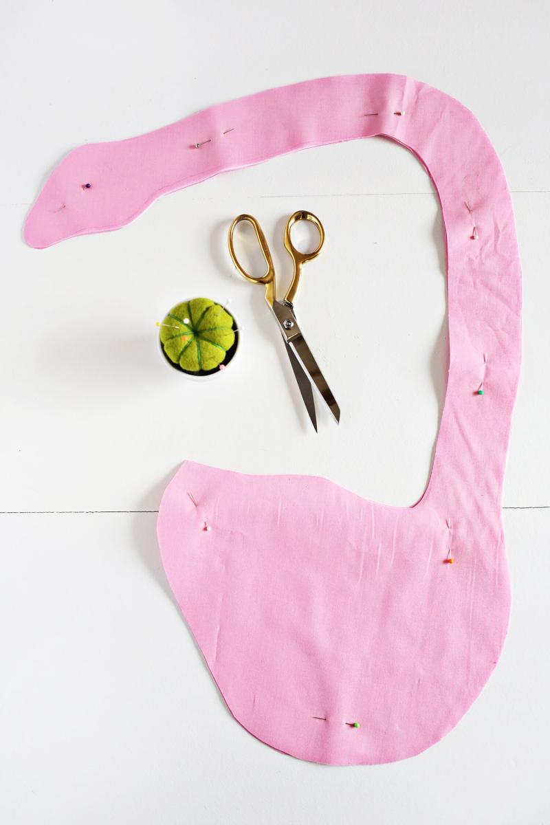 Adorable! Swan Apron DIY (click through for tutorial)