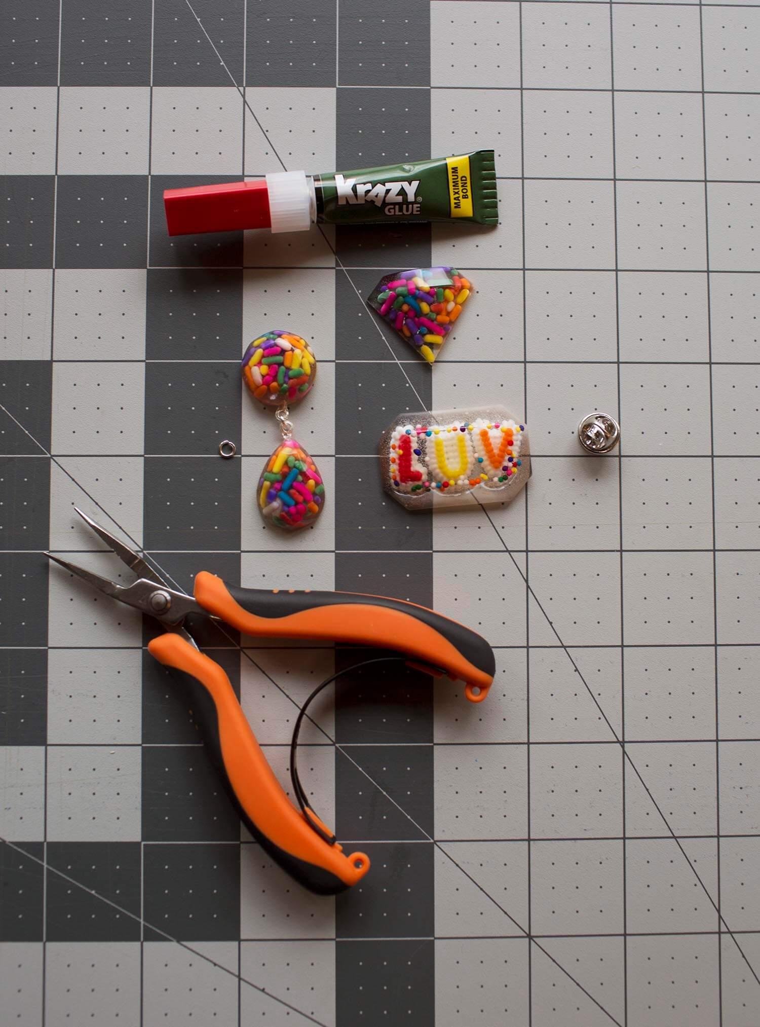 Assemble jewelry
