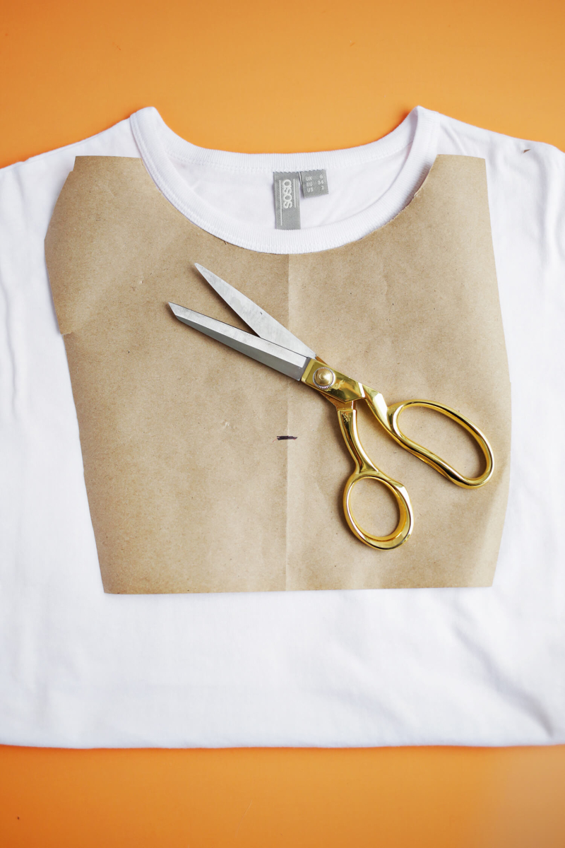 Easy Choker T-Shirt DIY (click through for tutorial)