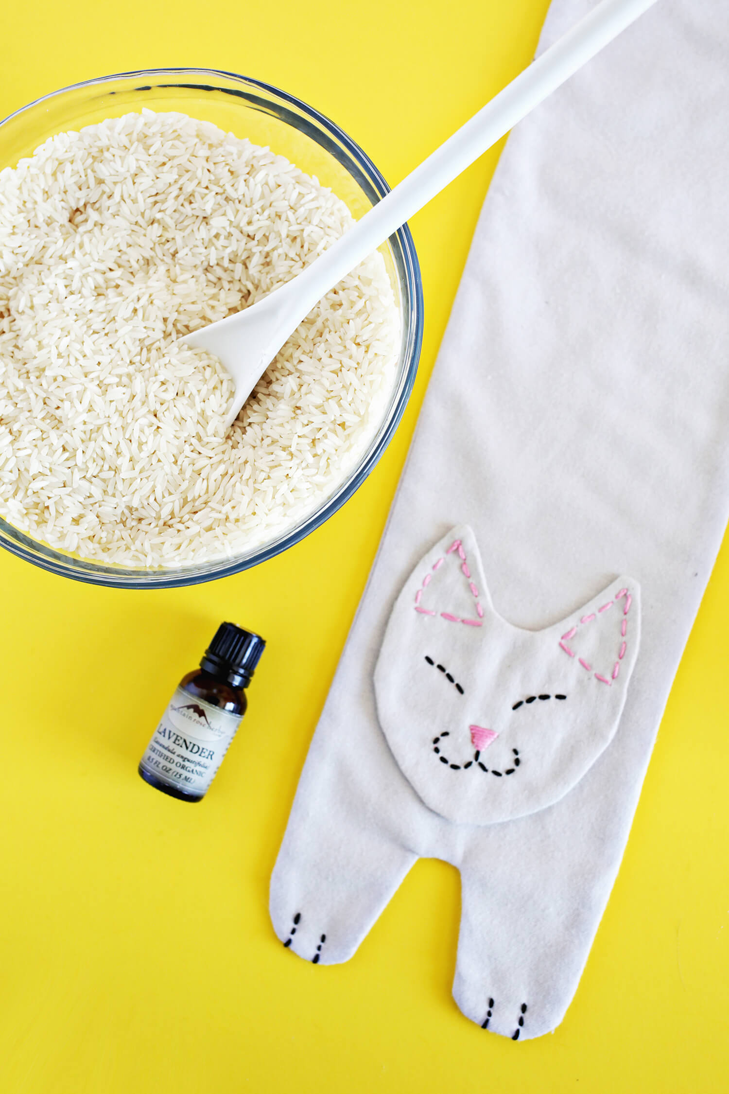 Kitty Rice Heat Pack DIY! (click through for tutorial)