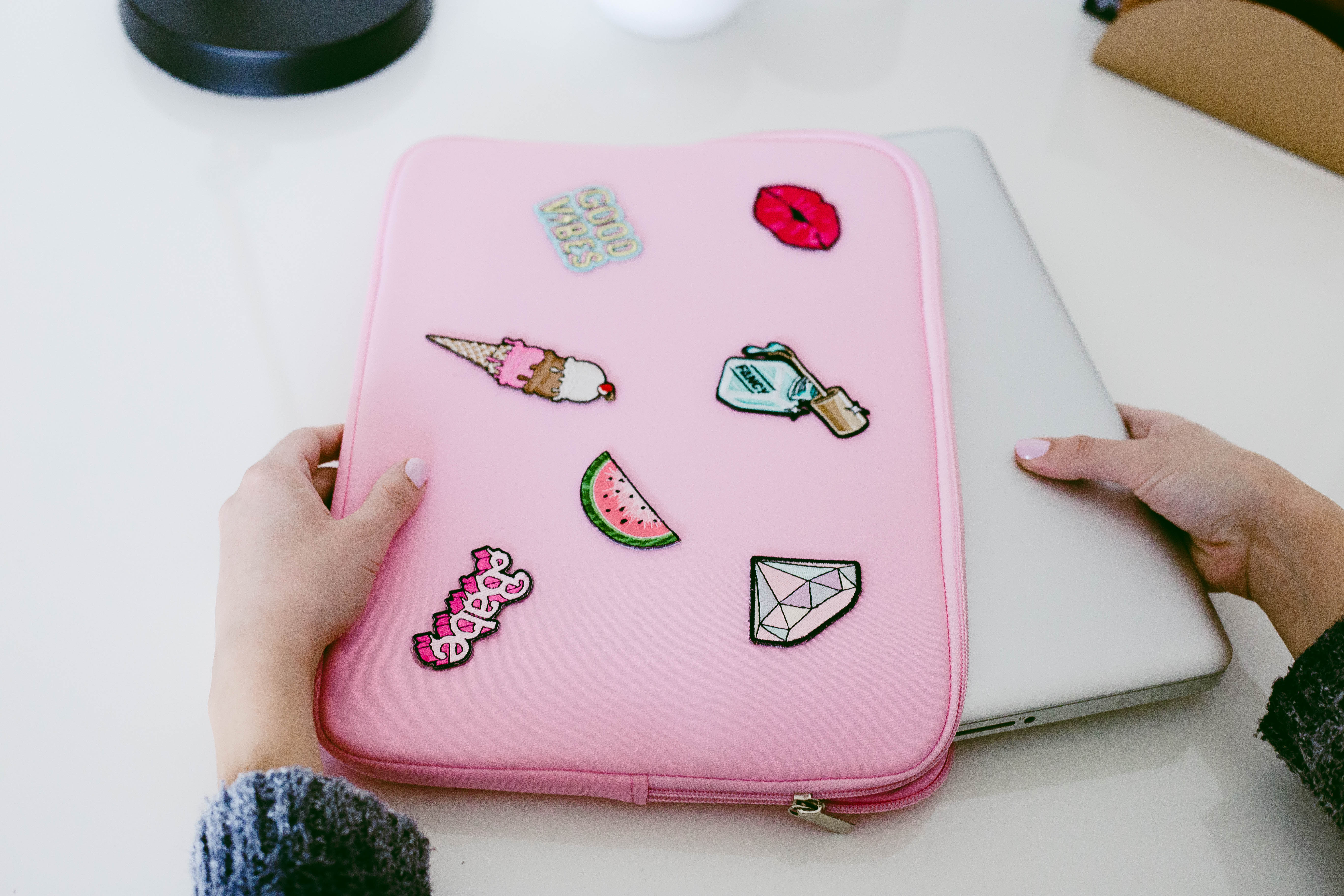 DIY Patch Laptop Case- click through for the full tutorial!