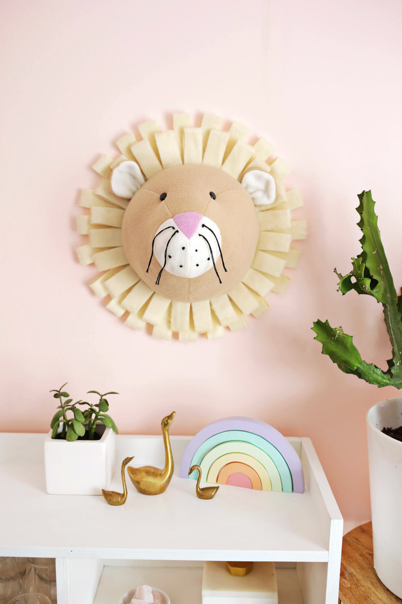 So sweet! Fabric Lion Bust DIY (click through for tutorial)