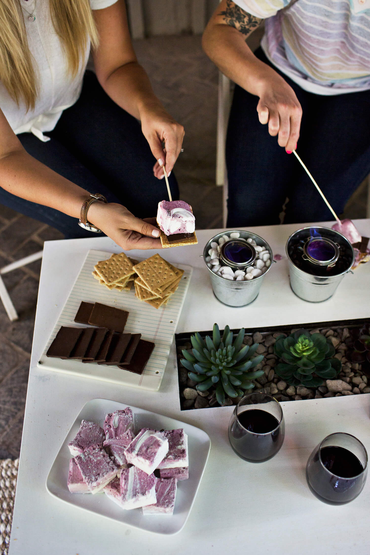 Red Wine Marshmallow s'mores recipe (via fitness-4all.com)
